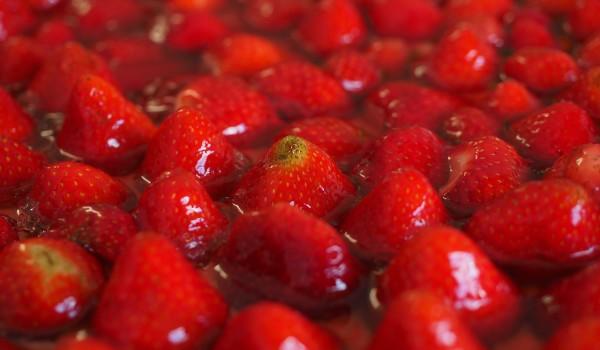 strawberries-693648_1280